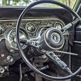 Foto från pixabay.com, veteranbil, loppis, hantverk i Mobygården