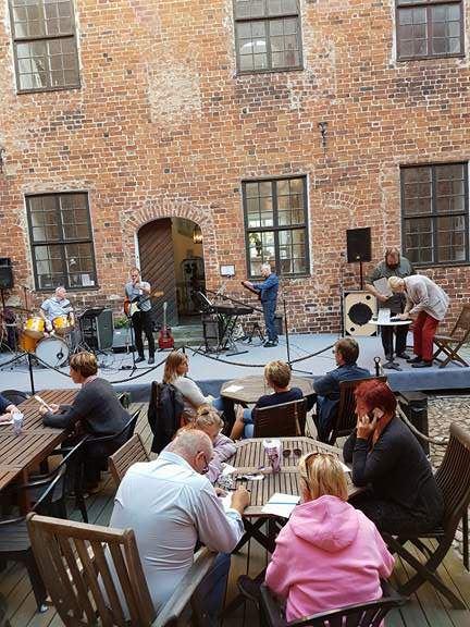 MusikQuiz och café på Svaneholms borggård