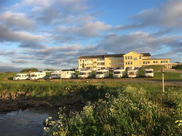 Bobil parkering m strøm - dusj og toalett Vadsøfjordhotell