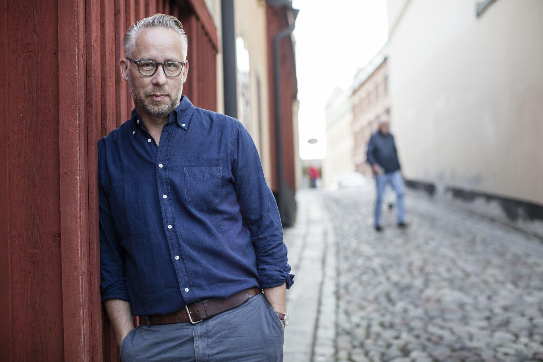 Peter Hoelstad, Po Tidholm, journalist och kulturkritiker