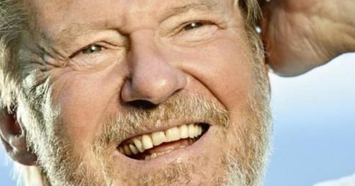 """""""Et helt ekstremt lykkeligt liv"""" hedder skuespilleren Waage Sandøs erindringer"""