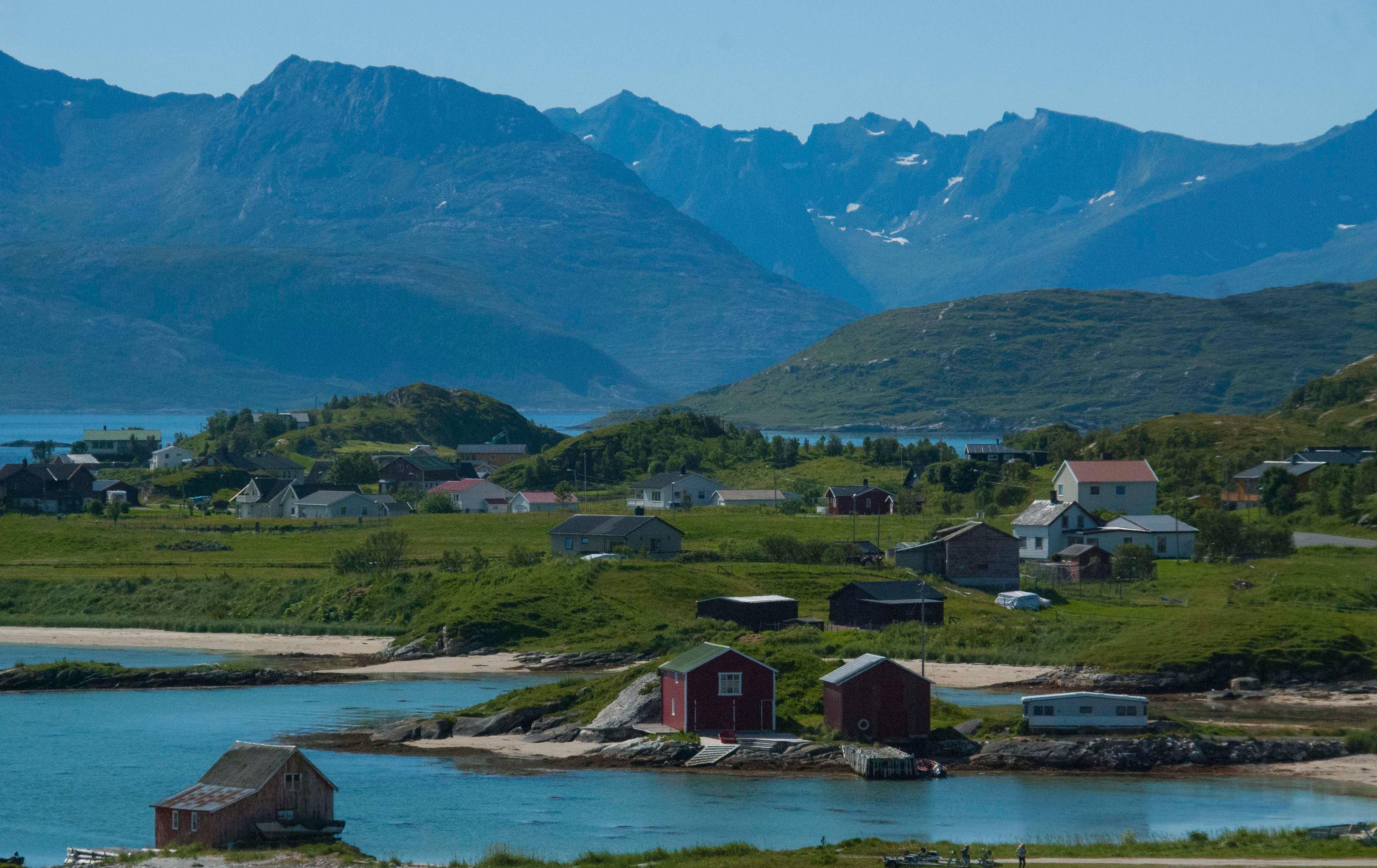 Opplev Kvaløyas fjorder med bil – The Green Adventure