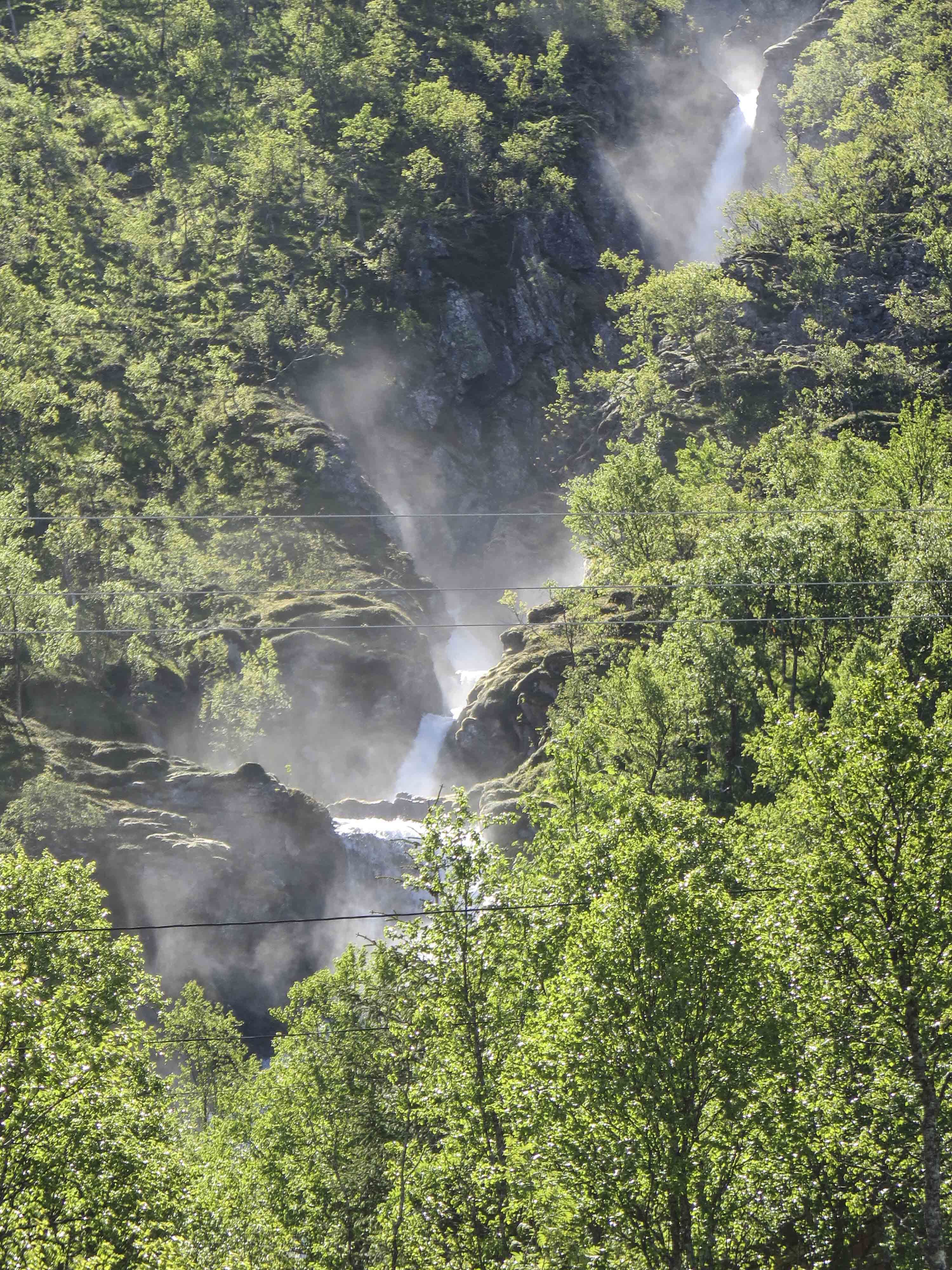 Discover the Fjords of the Island of Kvaløya by Car – The Green Adventure