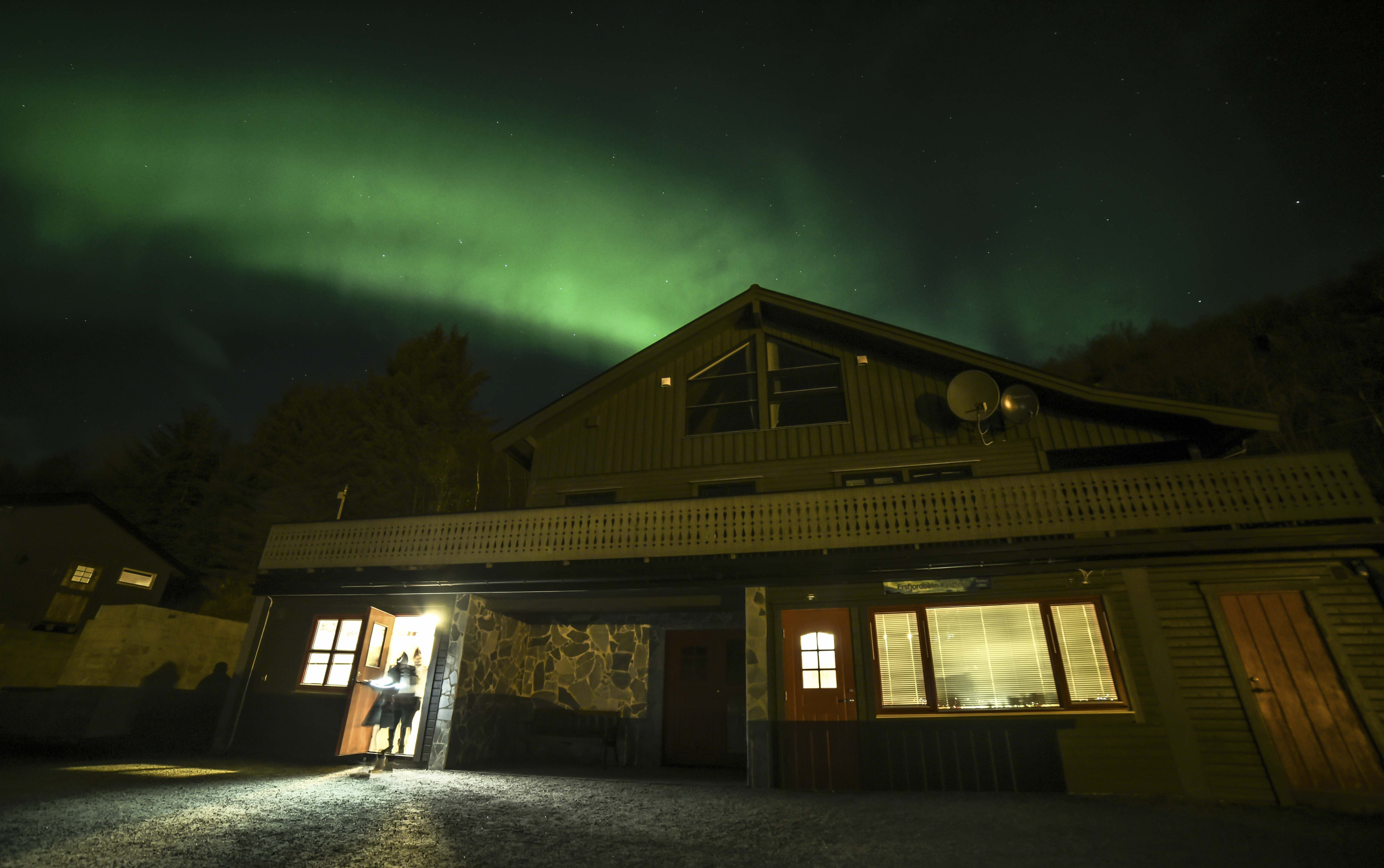 Nordlys over Ersfjorden - The Green Adventure