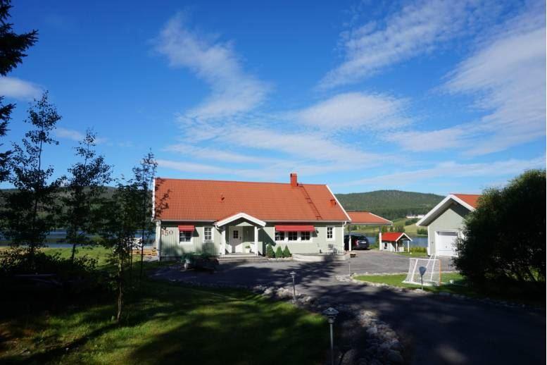 Örnsköldsvik - Örnsköldsvik / Backsjö - stort hus med sjöutsikt
