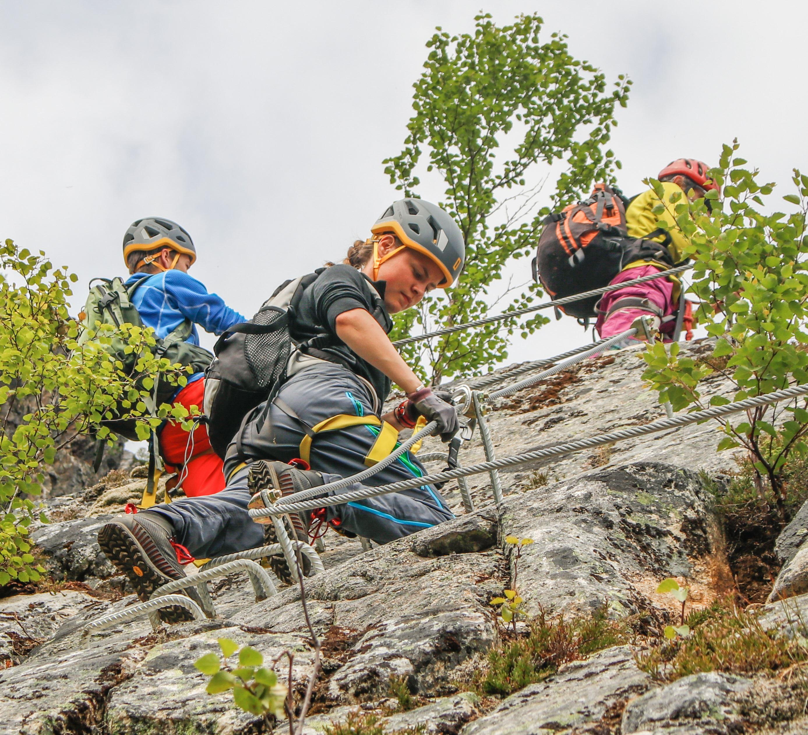 Cato Ravassbakk,  © Helgeland Reiseliv as, På tur i Via ferrataen
