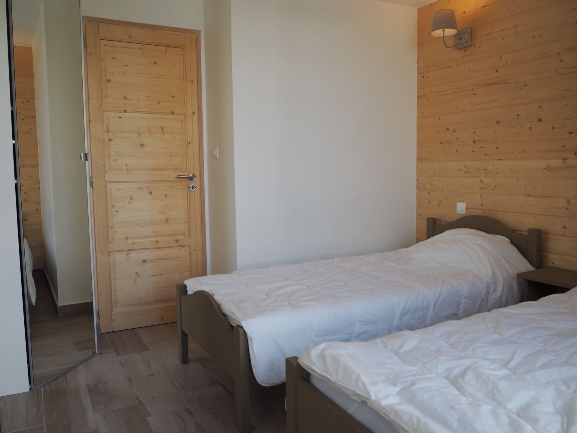 3 Rooms cabin 8 Pers ski-in ski-out / LAC DU LOU 207