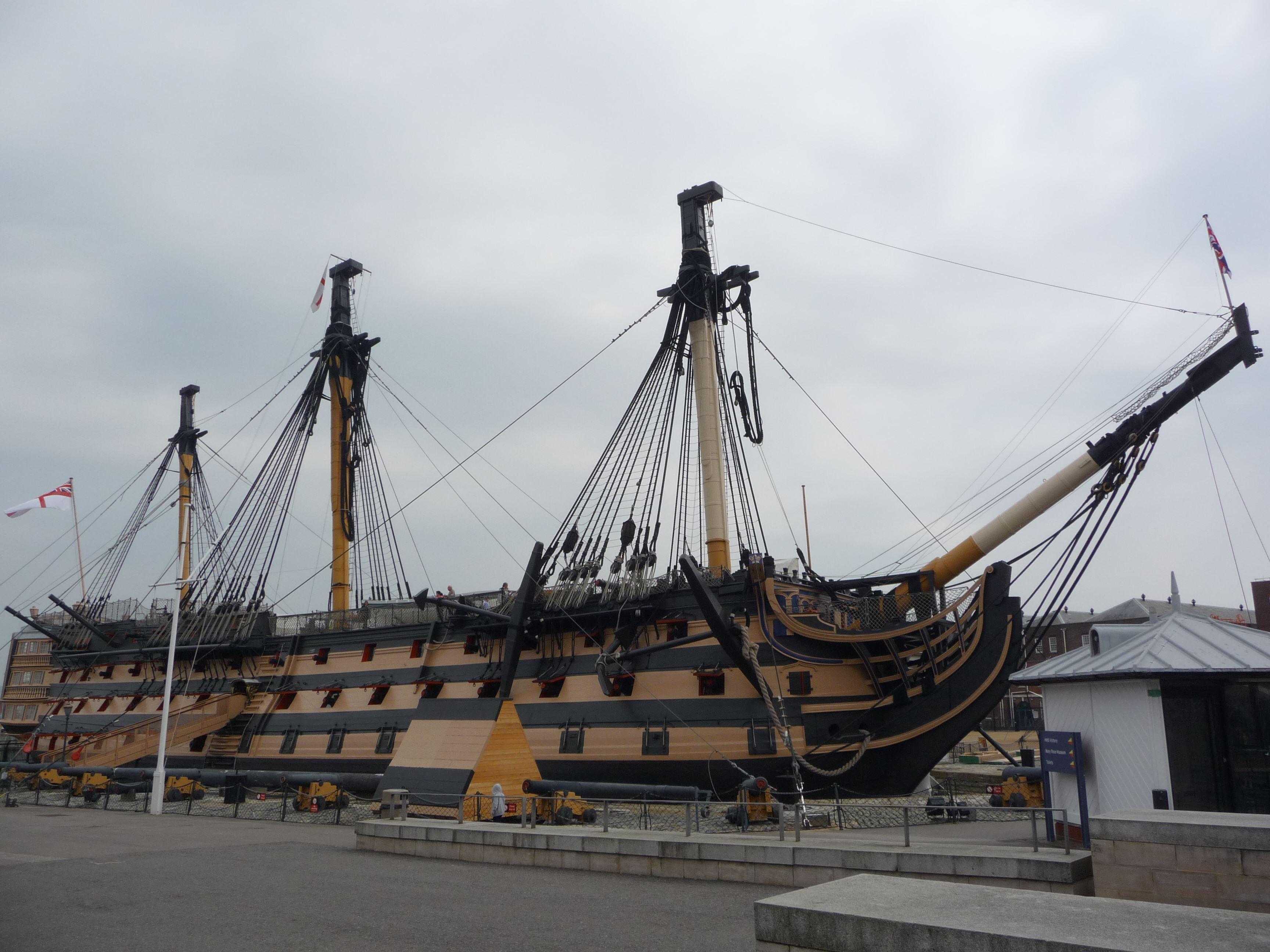 Marcus Bernhardsson,  © Marcus Bernhardsson, Söndagen den 10 juni år 1810 anlände det brittiska amiralitetets stolthet, HMS Victory, Hanö åtföljd av en stor flotteskader. Fartyget sjösattes år 1765 och är nu, 252 år senare, fortfarande i tjänst.