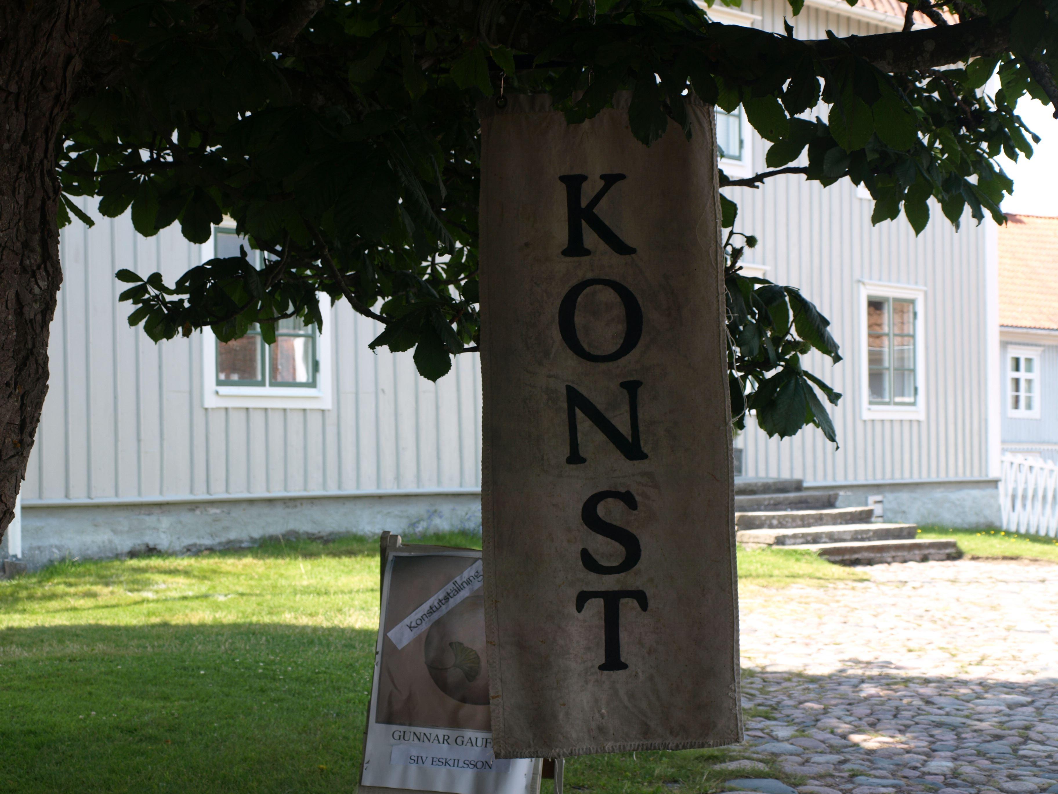 Konstrundan från Svartö i norr och Korpemåla i söder