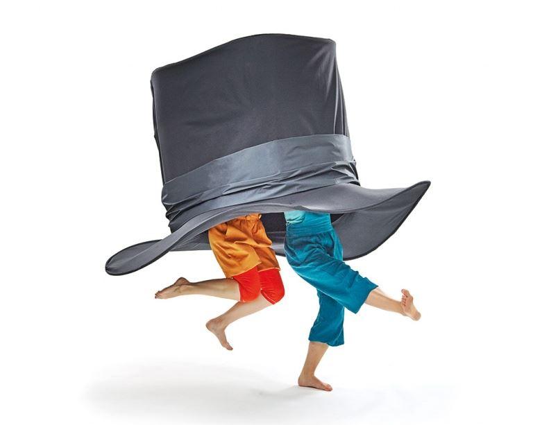HÅLL I HATTEN -En fantasifull dansteaterföreställning för stora och små