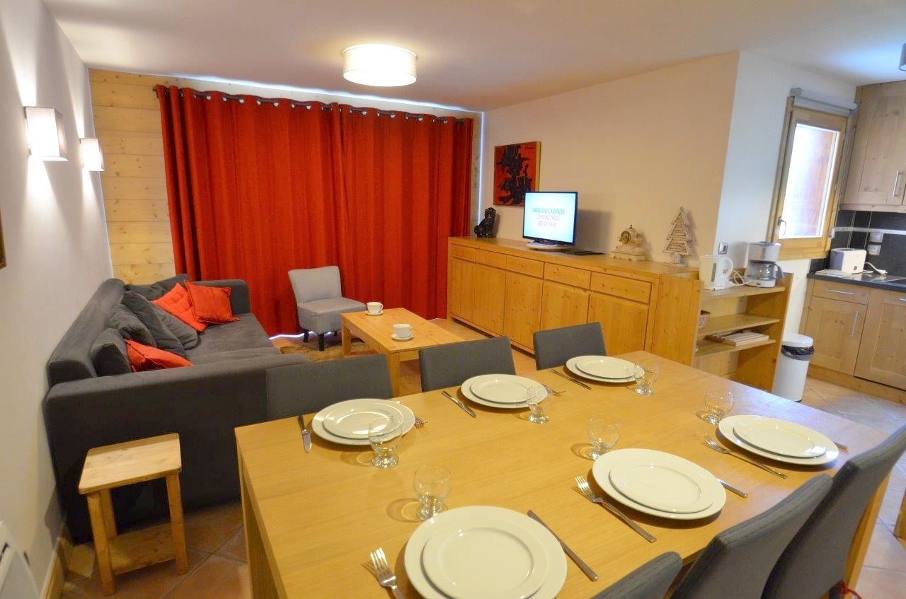 3 Rooms 6 Pers ski-in ski-out / CHALET ADELE 1