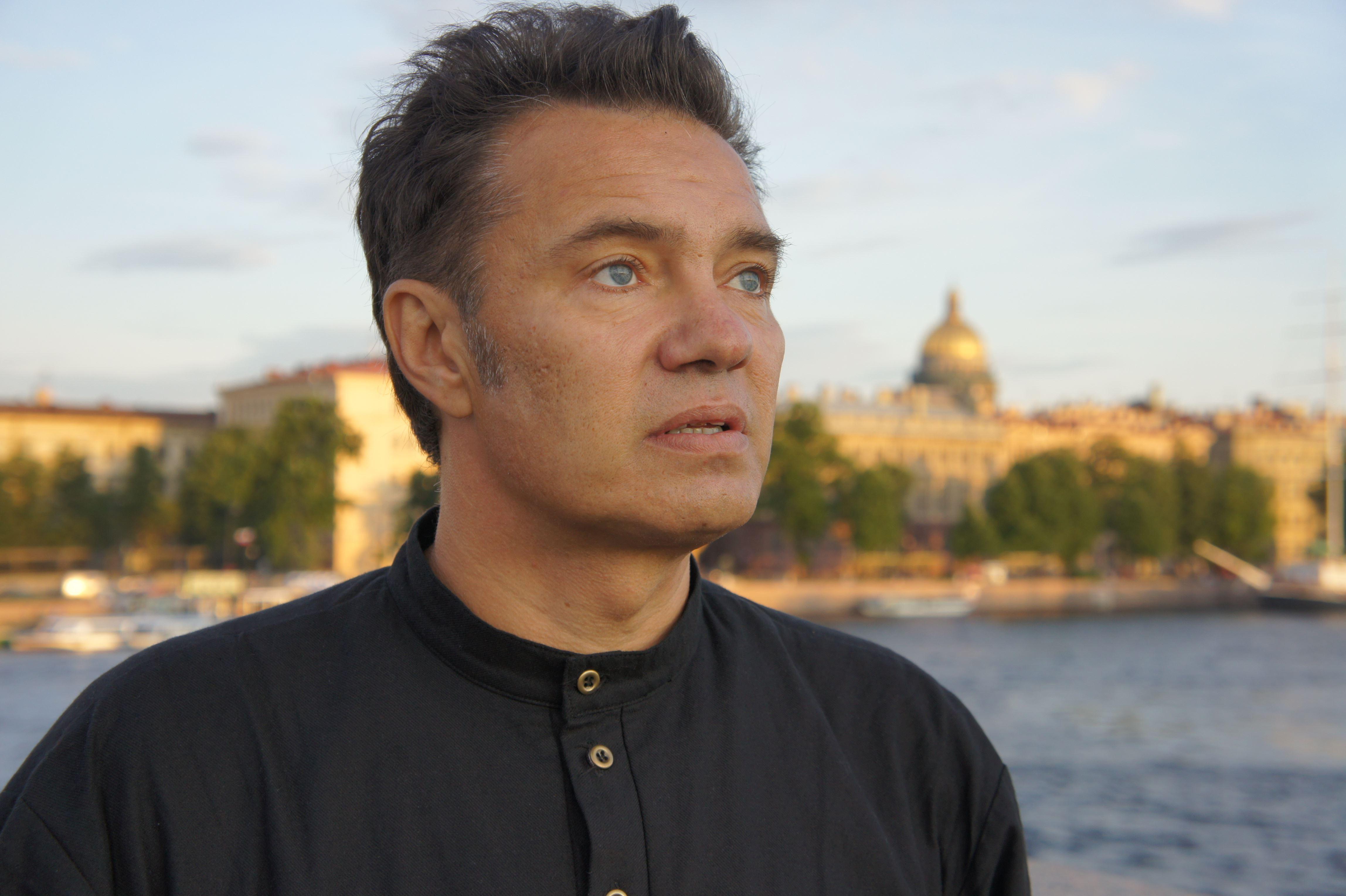 Kseniia Ivanova, Gör dig fri, ge dig ut, flyg! - En kväll med Sandvikens fristadskonstnär Mikhail Borzykin