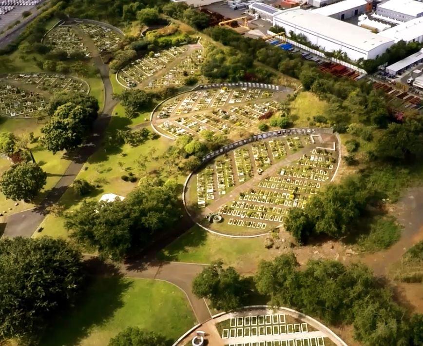 Zarlor mit Clovis entfliehen : Ein überraschender Ort: Der Landschafts-Friedhof von Le Port