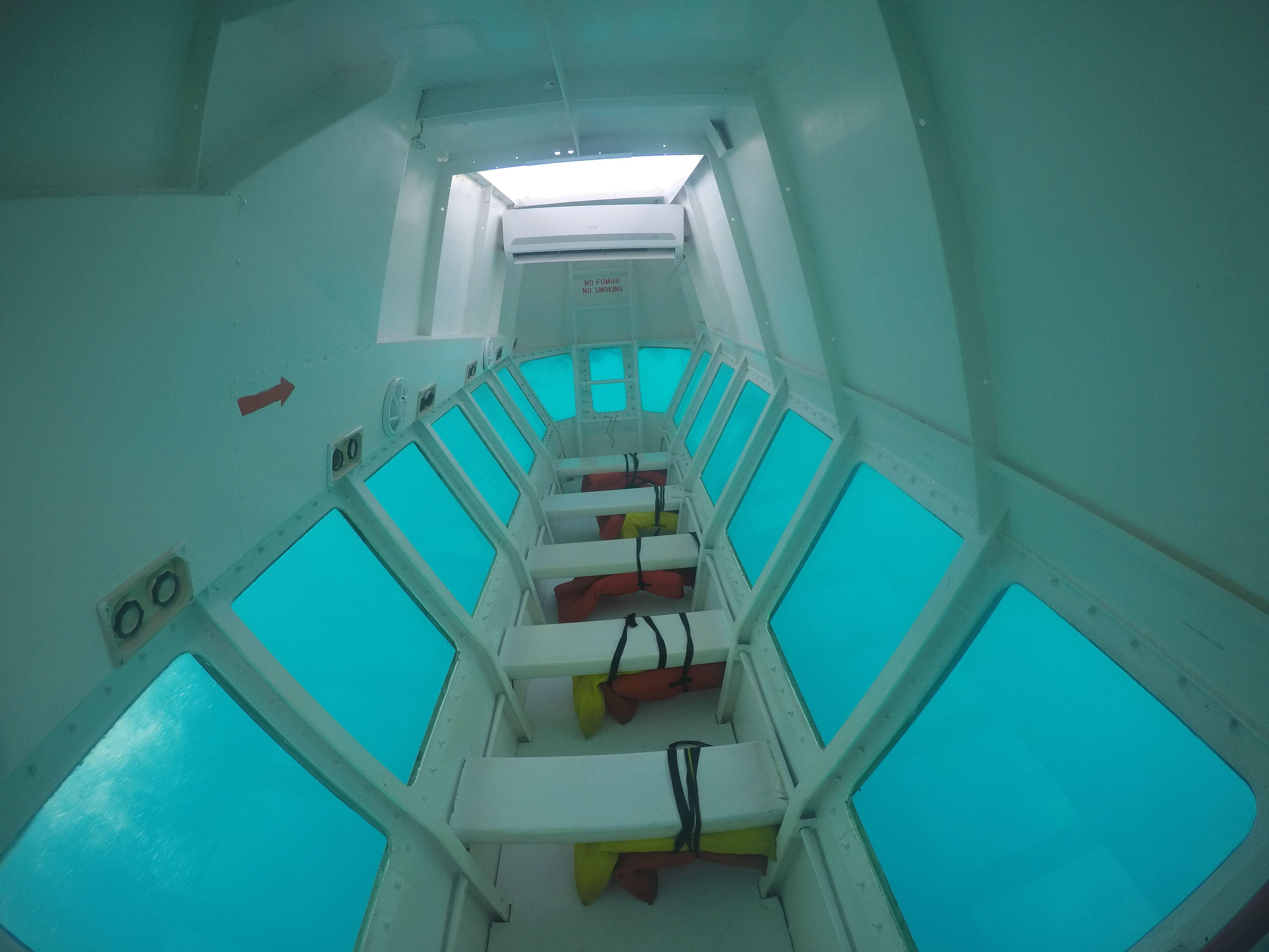 Tour en Barco de fondo de Cristal