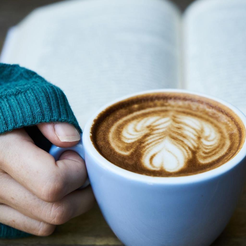 kaffe och bok