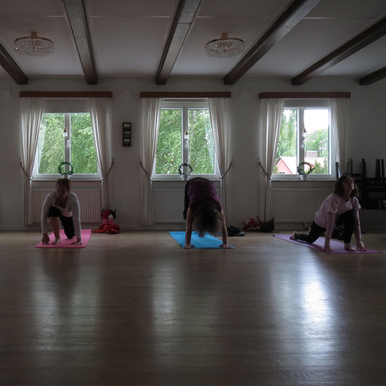© Jesper Brunholm, Grundkurs Yoga och avspänning