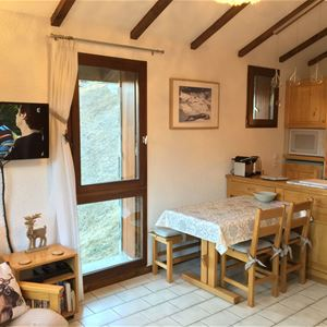 2 rooms 4 people / LES PRIMEVERES 2 (Mountain) / Tranquillity Booking