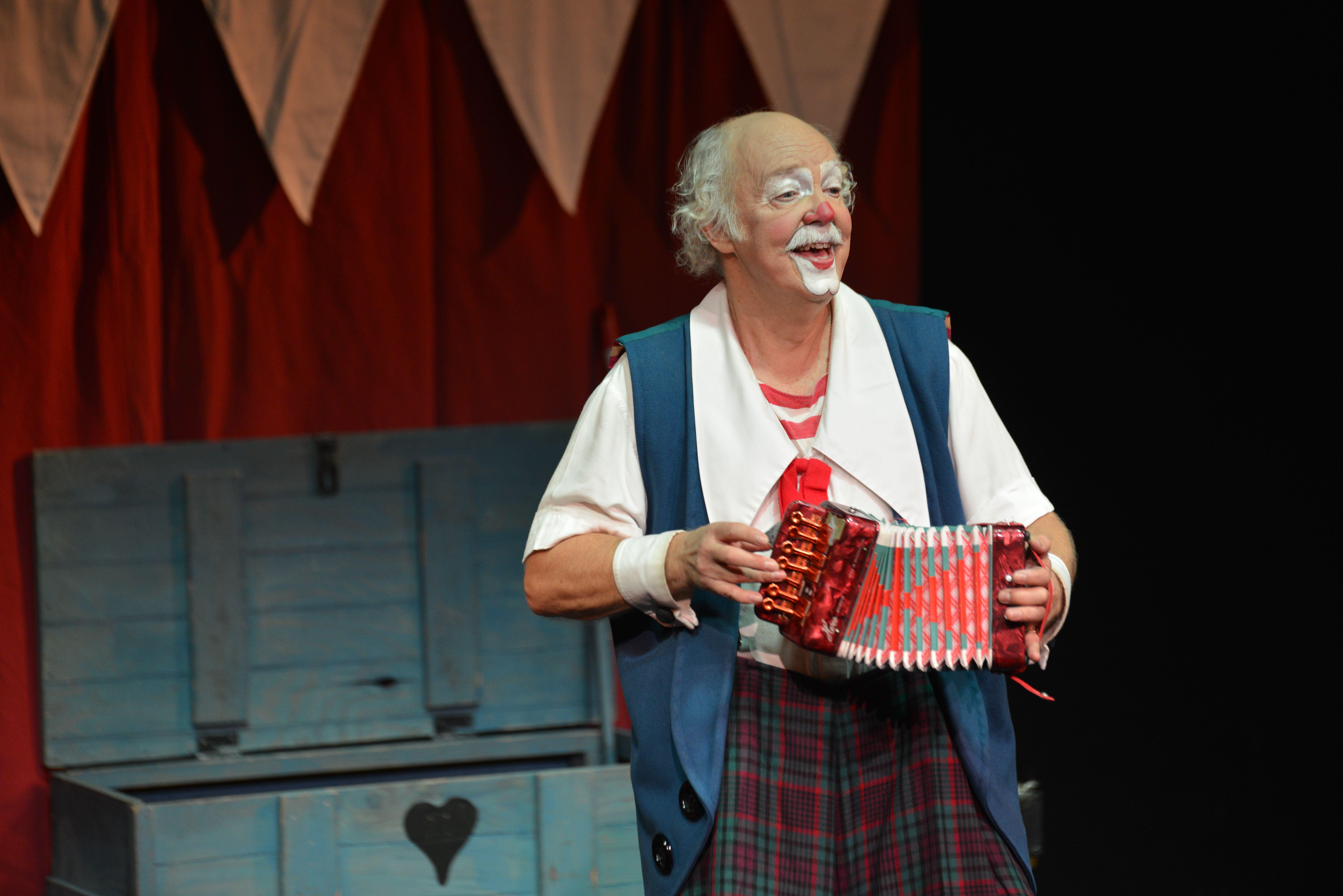 Clownen och cirkusprinsessan - Österåkers bibliotek