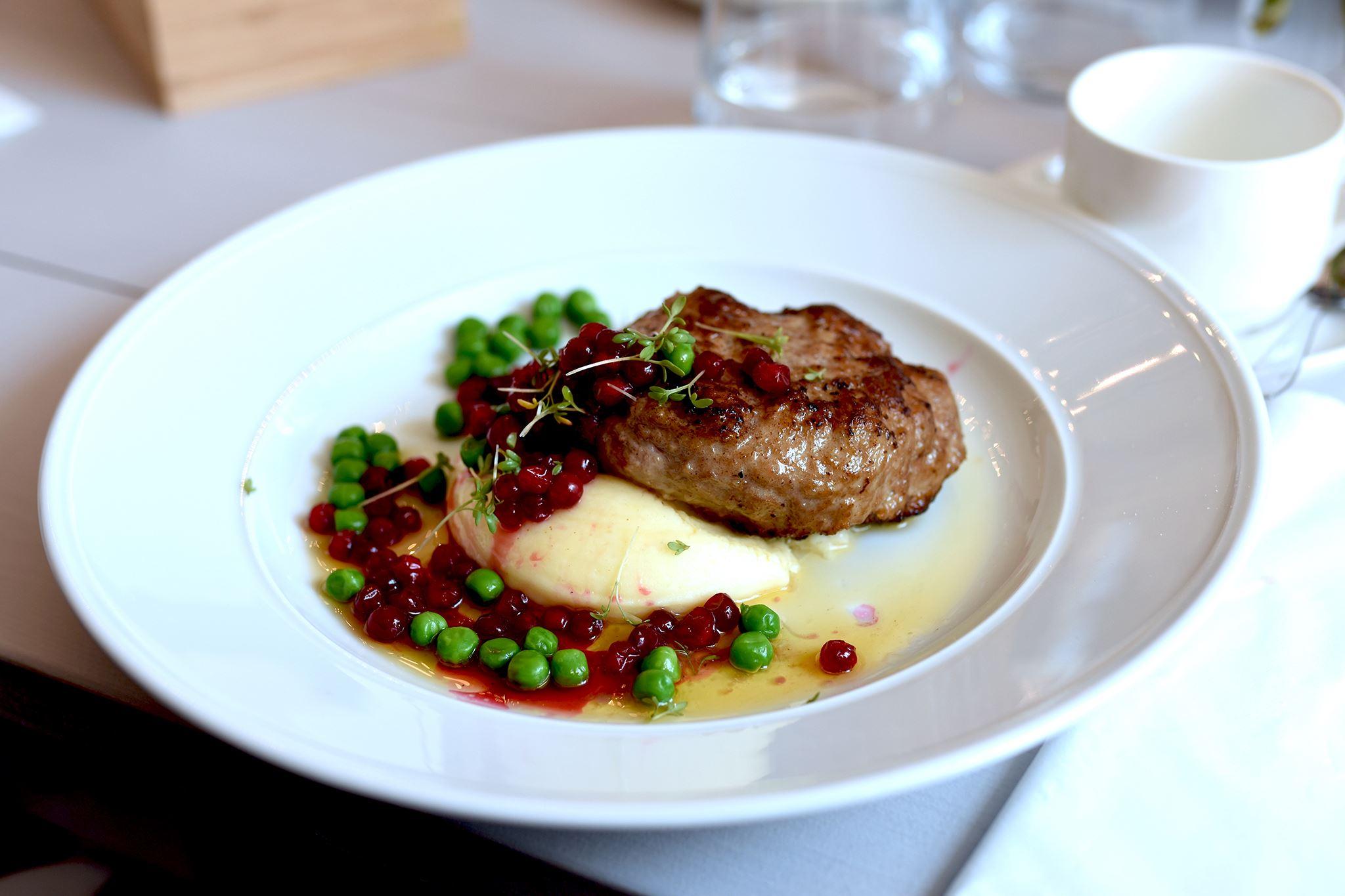 Svaneholms slottsrestaurang, Njut av god mat i de svenska smakernas melodi