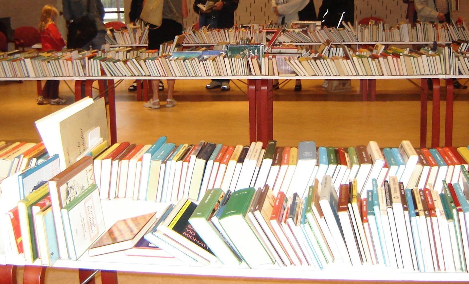 Bokförsäljning på Stadsbiblioteket