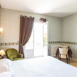 © © LES CIMES, HP29 - Hôtel nid douillet à Argelès Gazost
