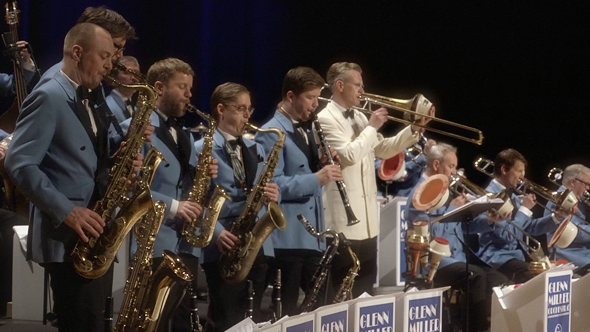 Glenn Miller orchestra - swing is the thing