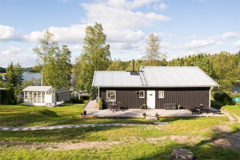 Angsta - Charmig stuga med egen badplats