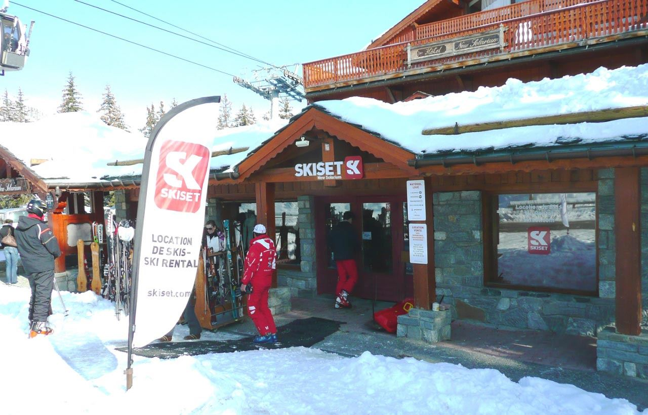 MAGASIN SKI SERVICE NEW SOLARIUM: RUE EMILE ALLAIS COURCHEVEL