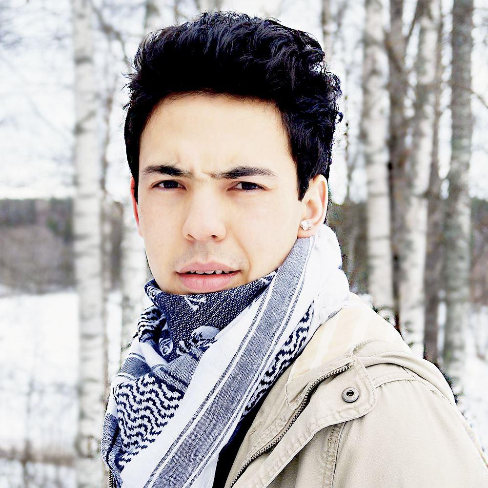 Ahmad Khan - Flykten