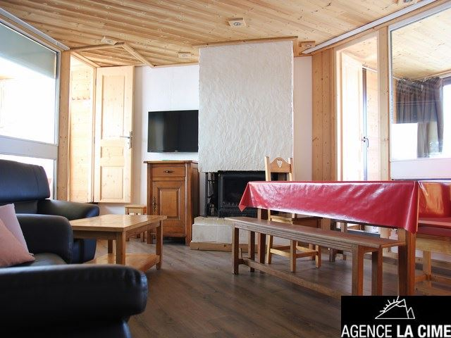 SERAC M9 / 4 ROOMS 8 PEOPLE - 3 SILVER SNOWFLAKES - CI