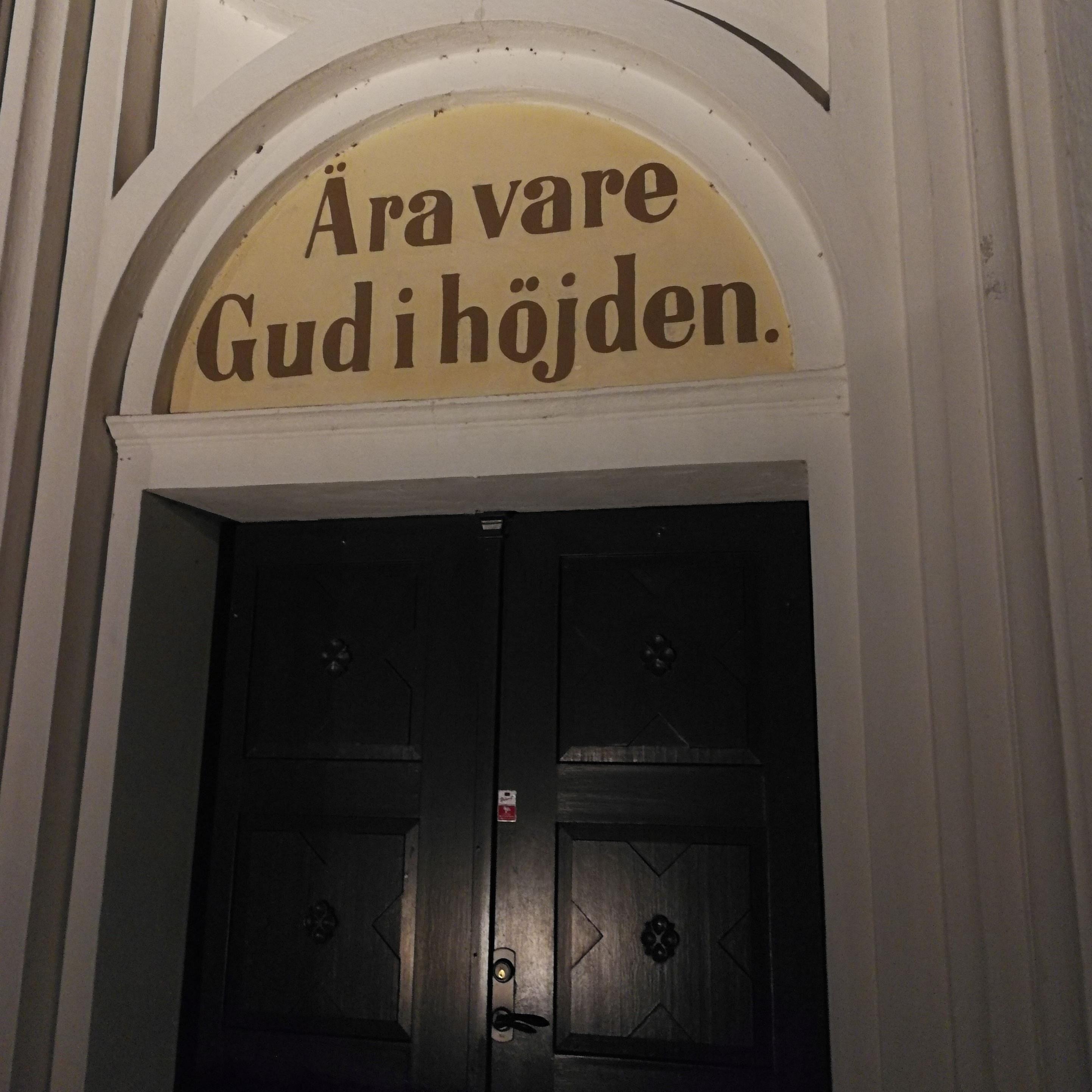 © Lackalänga kyrka, Samling vid krubban