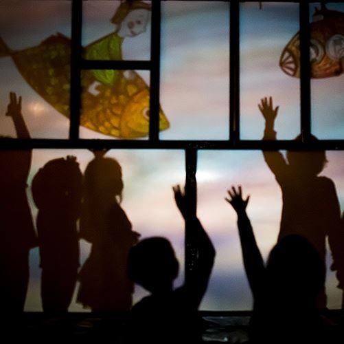 Barnteater: Busiga händer