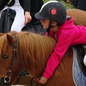 Promenade en poney pour enfants