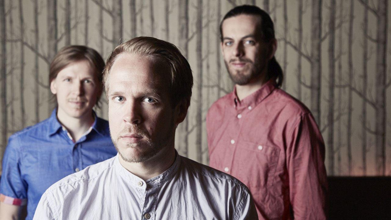 Trumslagaren och kompositören Emil Brandqvist med Pianisten Tomas A Turunen och basisten Max Thornberg.