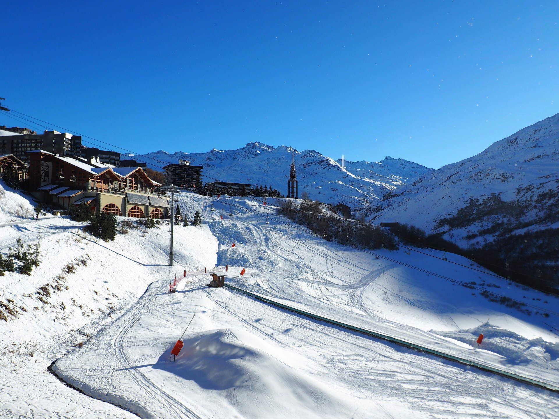 Studio 3 Pers skis aux pieds / CARON 705