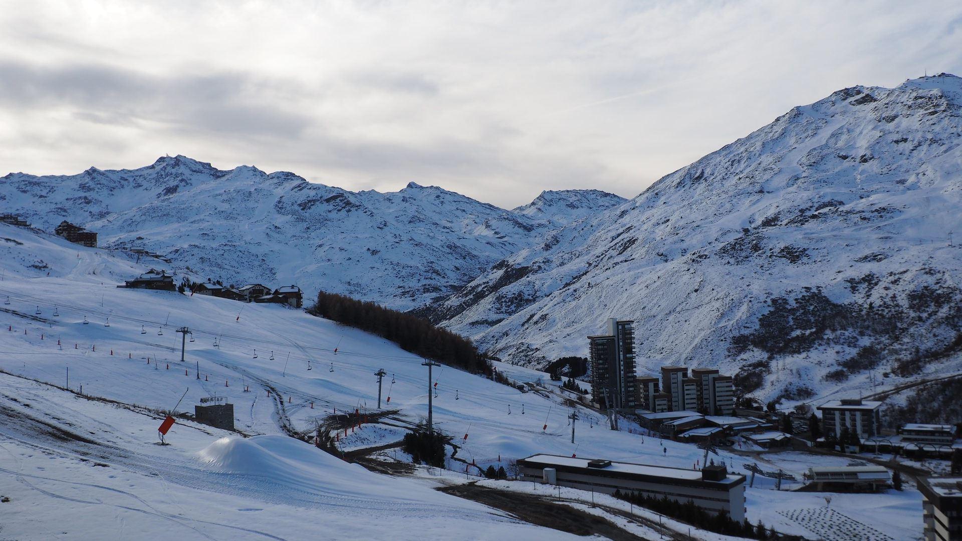 2 Pièces 5 Pers skis aux pieds / EVONS 606
