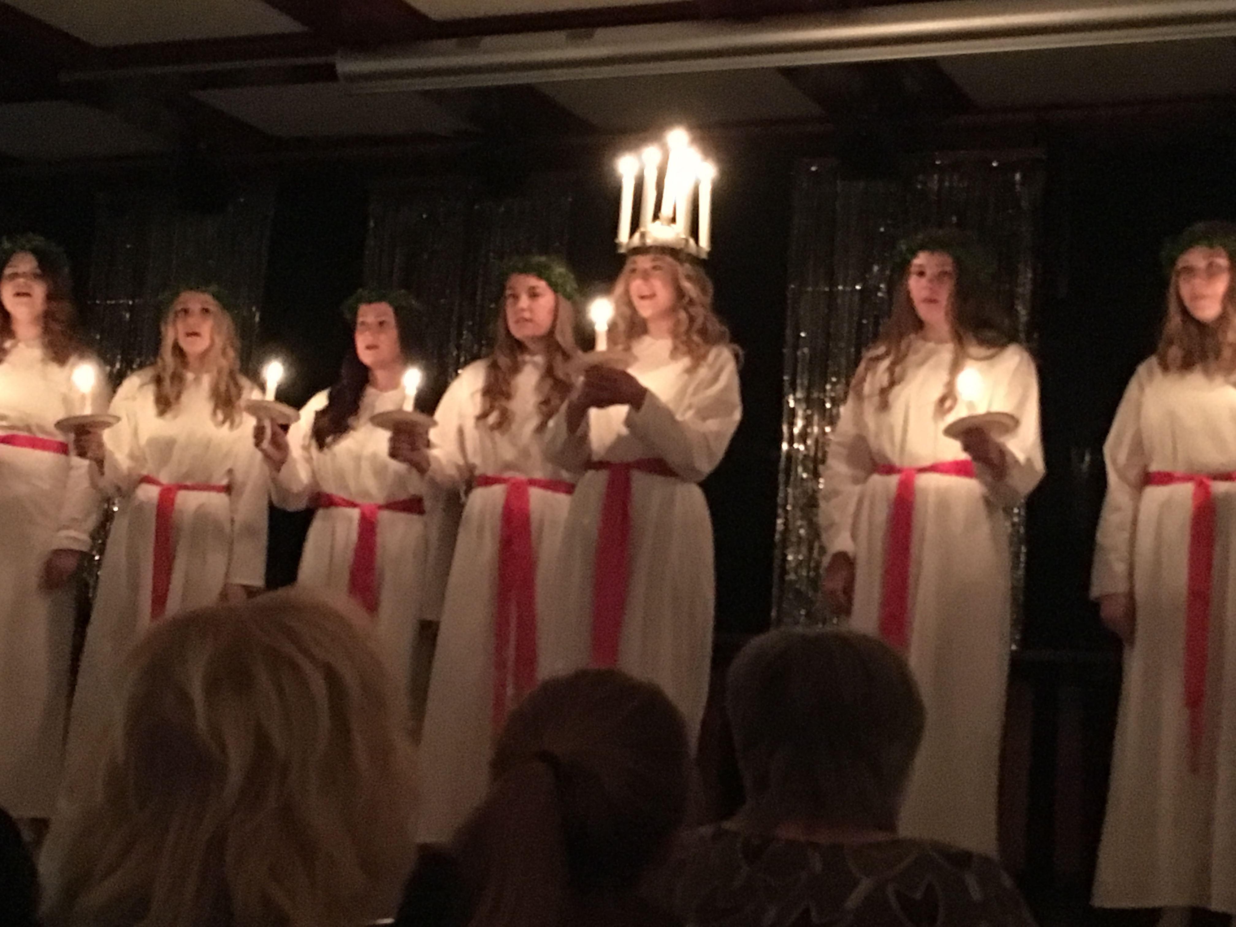 Luciakröning i Sandvikens kyrka