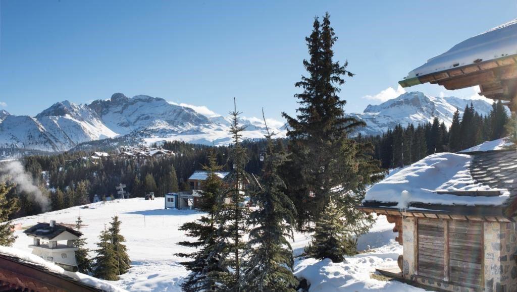 8 pièces, 14 personnes skis aux pieds / Chalet Pow Pow (montagne d'exception)