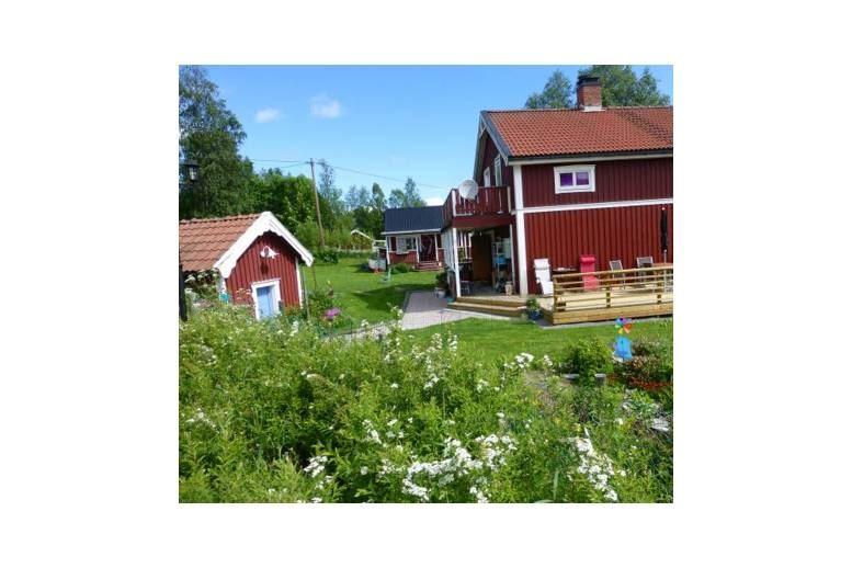 Bräcke - Lantligt hus med gäststuga. 10 min till havsbad - 5 min till fin badsjö.