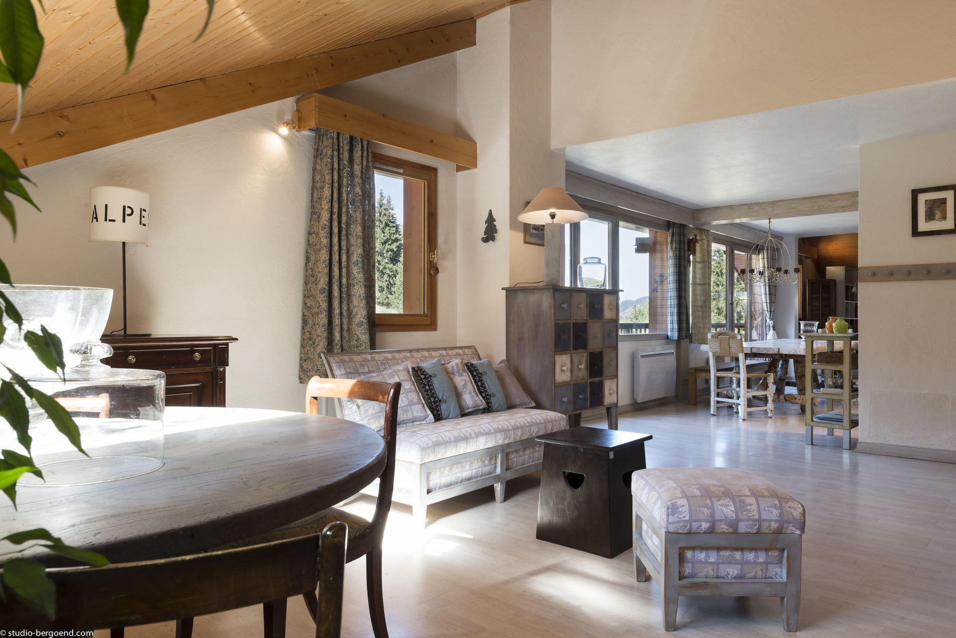 5 rooms, 10 people ski-in ski-out / Le Bois Joli (Mountain of dream)