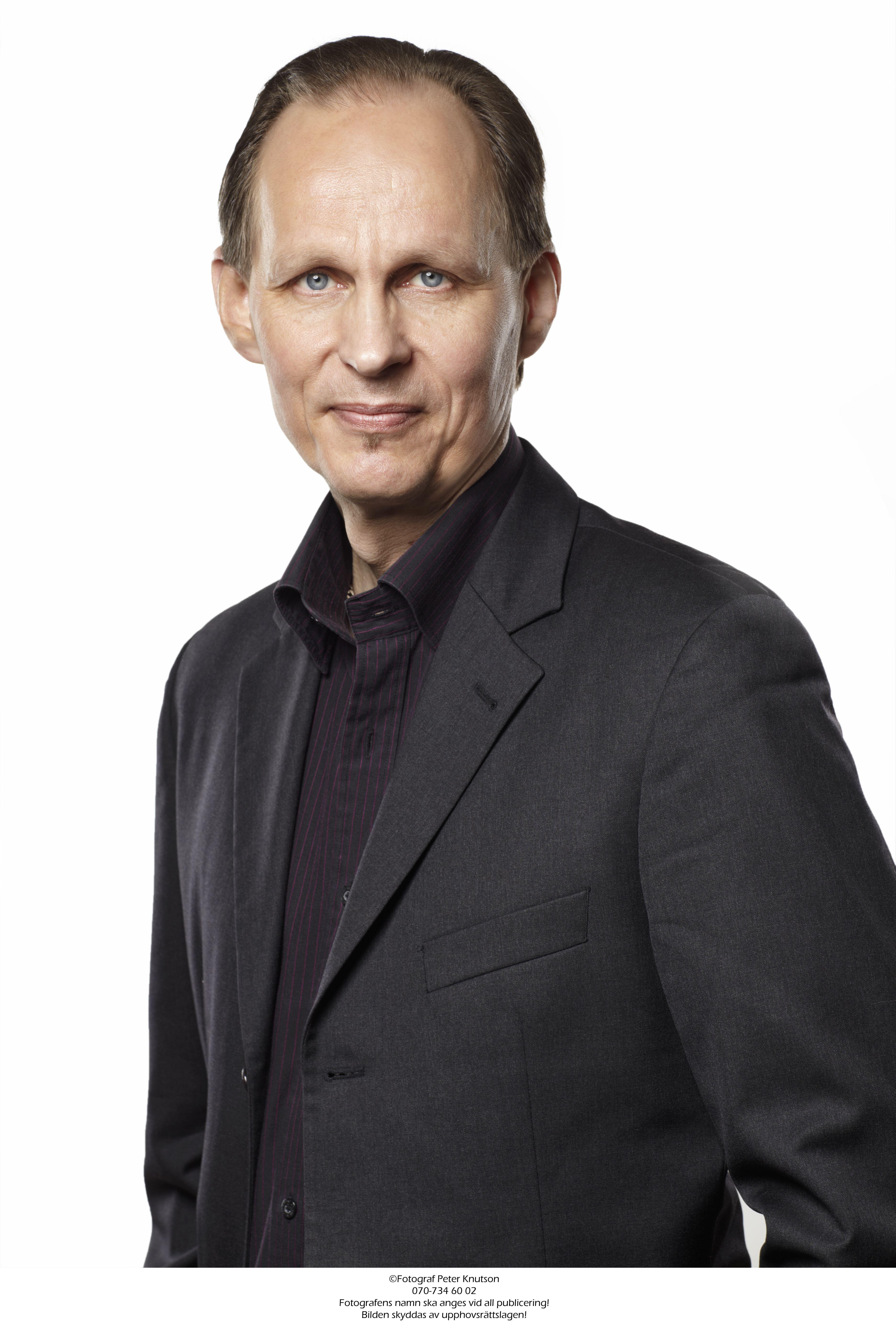Peter Knutson, Röda scenen litteratur: Mikael Niemi Mikael