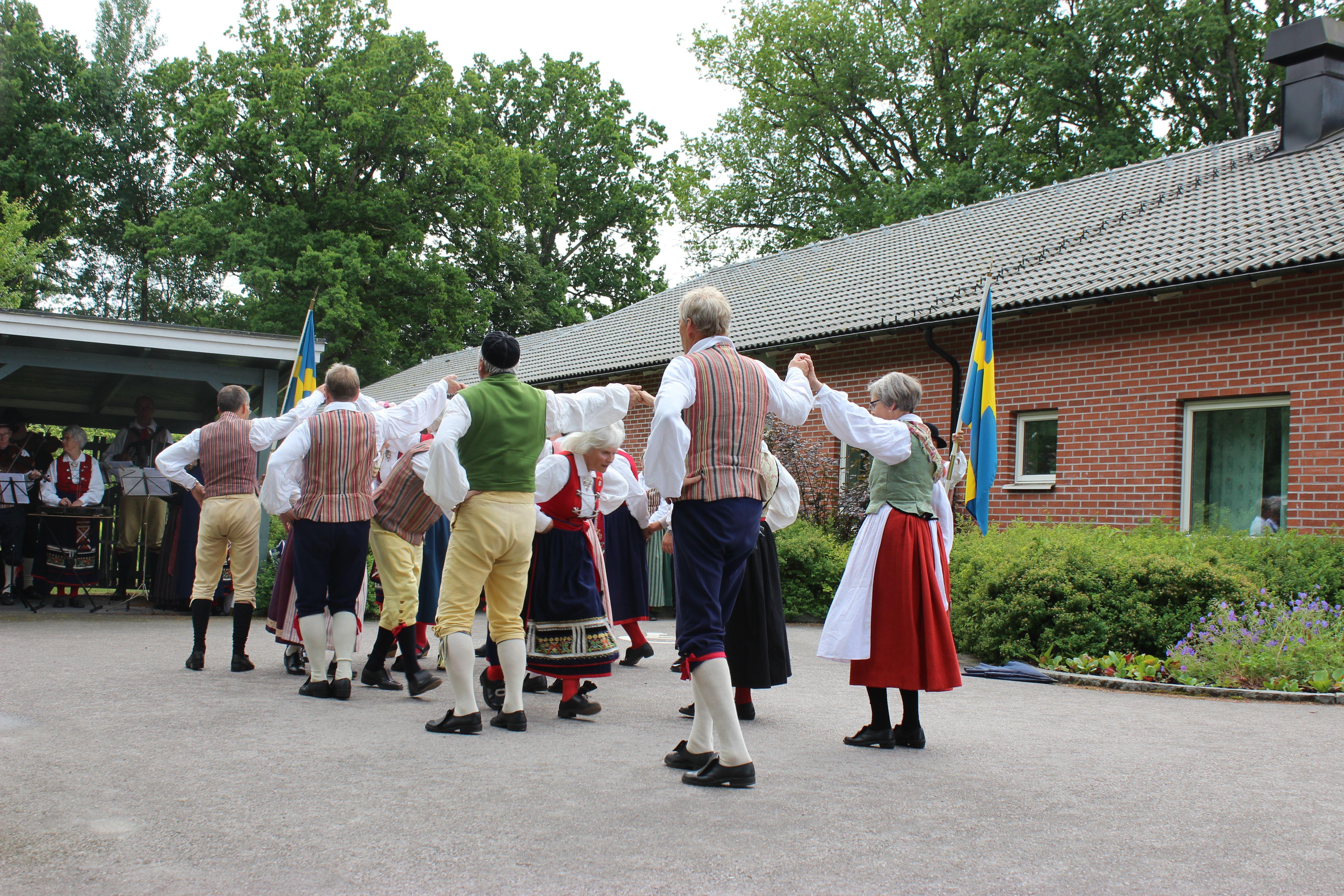 Midsommarfirande - Folkdansuppvisning av Virestads Folkdanslag