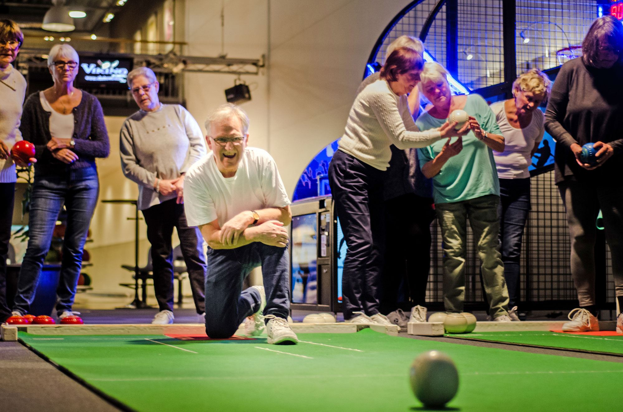 Yazan Smadi, Ett gäng seniorer spelar bowls
