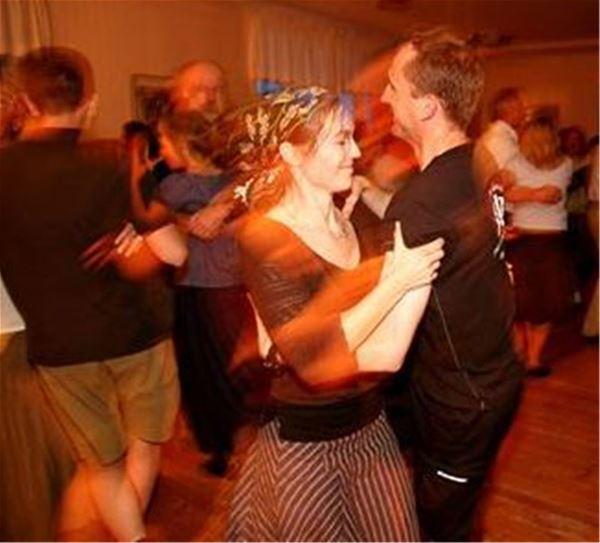 Dans med Barra Bazz