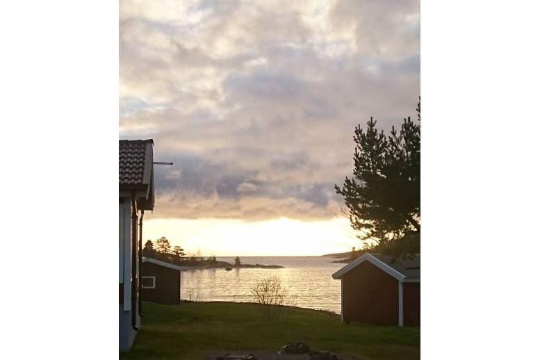 Arnäsvall - Liten stuga vid havet med egen liten badstrand