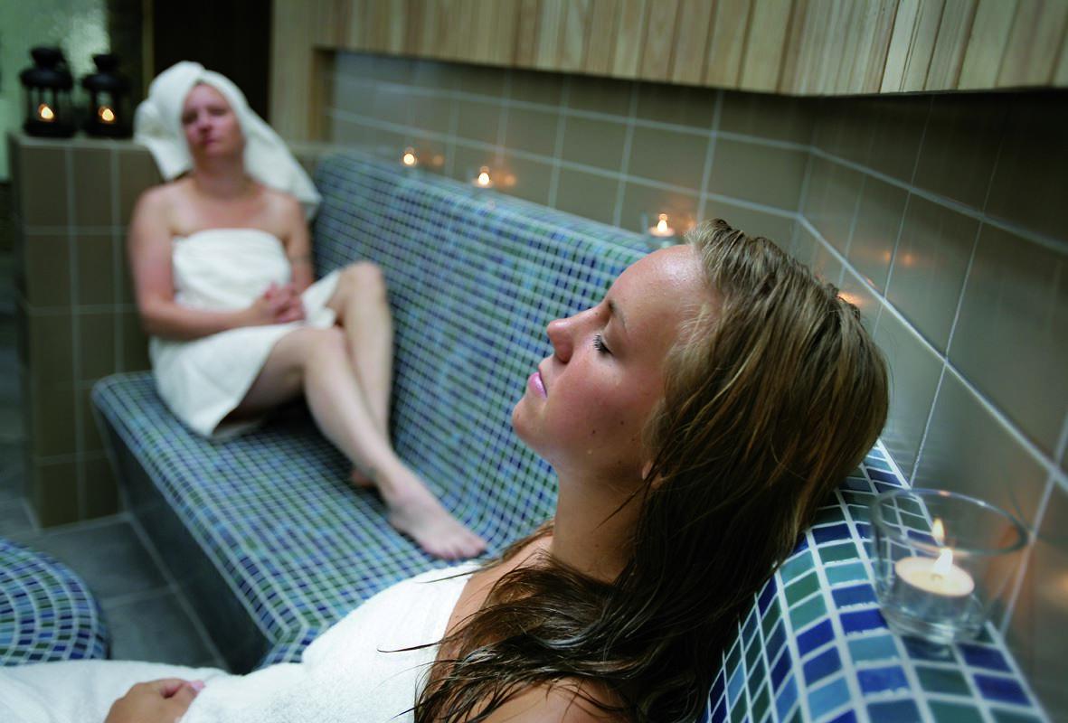Foto: Storsjöbadet,  © Copy: Storsjöbadet, Midnight relax at Storsjöbadet