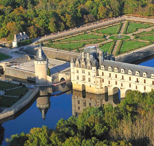 A thirty-minute Microlight flight around the chateaux