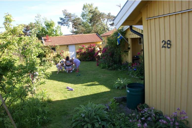Halmstad - Little cottage in Halmstad-Frösakull, 12 km to Halmstad Arena (direct bus) , 250 m to beach
