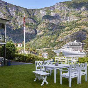 Ragnar Harvig 2017, Heimly utsikt til Flåm Havn