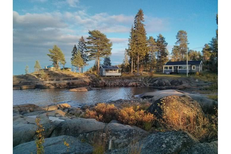 Arnäsvall - Guest house - sleeping cottage in perfect location 10 m from the sea